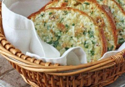 Хрустящий батон с чесноком, зеленью и сыром