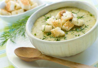 Крем-суп из кабачков с гренками